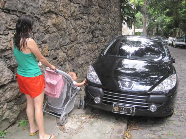 Carro-CALÇADA.jpg